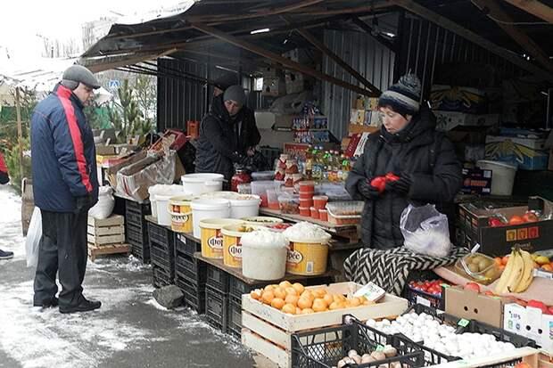 Торговля квашеной капустой на улицах Киева.