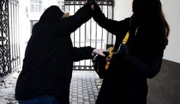 Подростки насмерть забили женщину за дешёвый телефон
