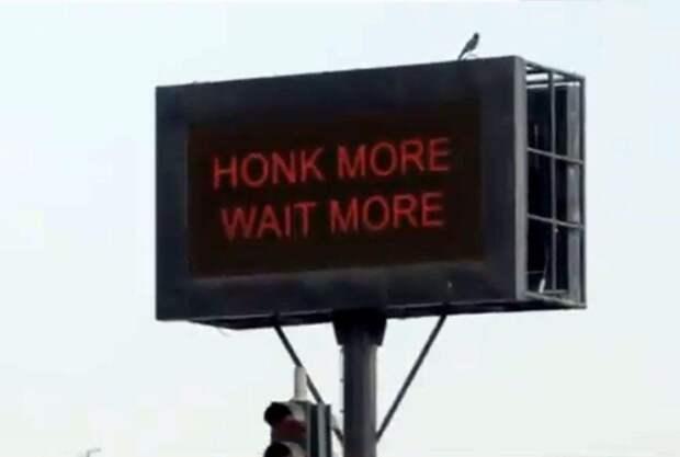 Светофоры в Мумбаи научили «наказывать» сигналящих водителей