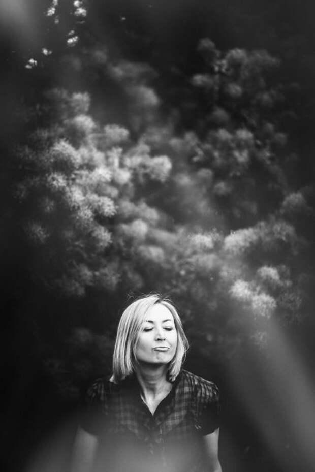 Скандальный фотосет «На пике удовольствия»: Фотограф запечатлел женские эмоции в пикантный момент