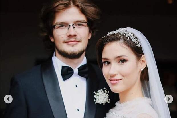 «Есть вещи, которые с браком не совместимы»: 19-летняя дочь Немцова развелась через 9 месяцев после свадьбы