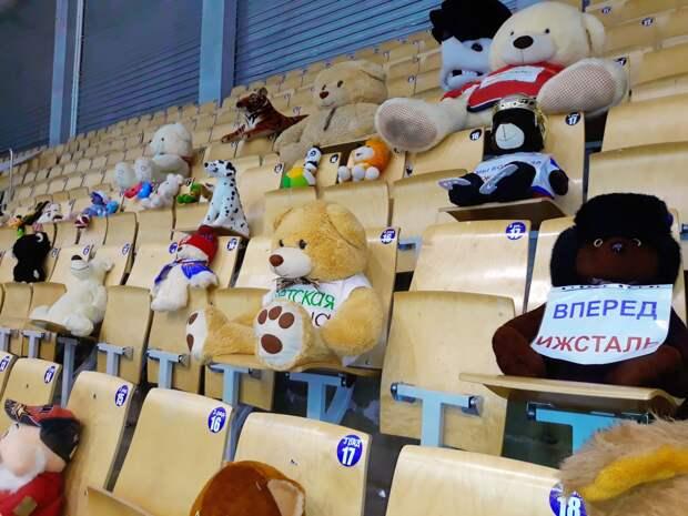Мягкие игрушки, занимавшие трибуны на матчах ХК «Ижсталь», отправят в малообеспеченные семьи