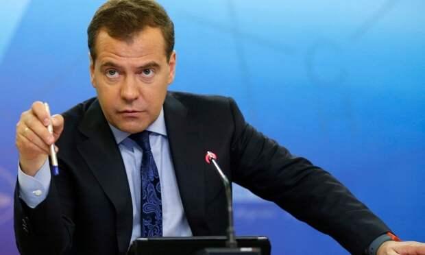 Медведев требует объяснить, почему Карелия сорвала нацпроект