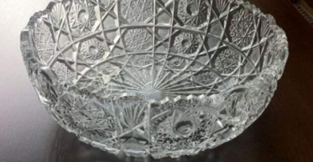 Новогодний оливье в СССР подавали только в этой торжественной посуде. /Фото: facebook.com