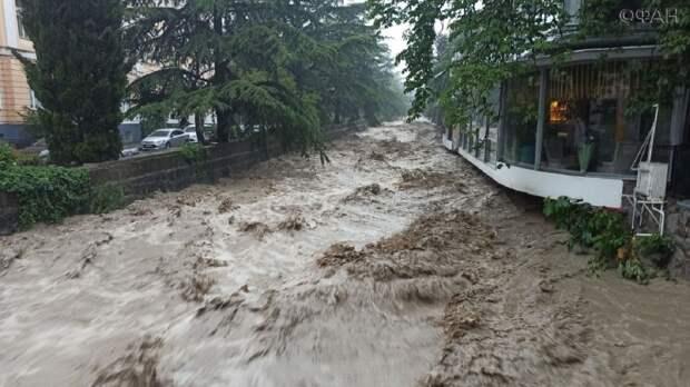 Ялта уходит под воду: ливни затопили город