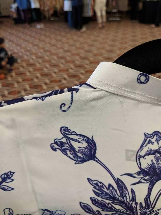 3. На этом платье, сделанном в Пакистане, водяной знак Shutterstock Дурацкаямода, Эпик фэйлы, дизайн вещей, одежда, провалы, снимите, что-то пошло не так..., эпик фейл