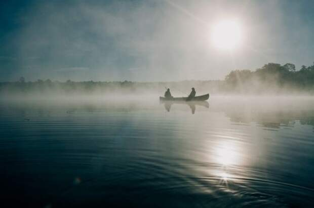 На берегу реки в Сахалинской области нашли тело рыбака