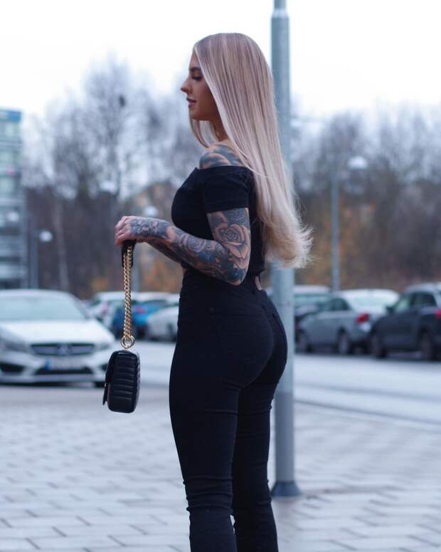 Над девушкой смеялись из-за витилиго, но с помощью тату она превратила белые пятна в свою изюминку