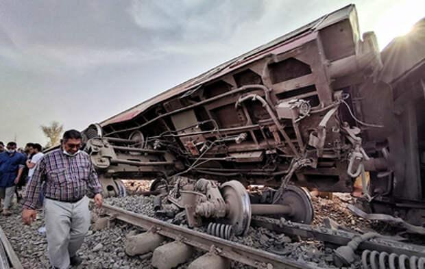 В Египте сошёл с рельсов пассажирский поезд: есть погибшие