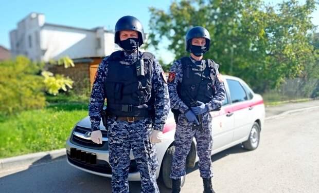 В Крыму сотрудники Росгвардии помогли вернуться домой ребенку