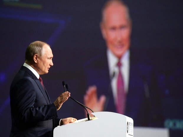«Переориентация с будущего на прошлое»: Политолог предрек России судьбу СССР