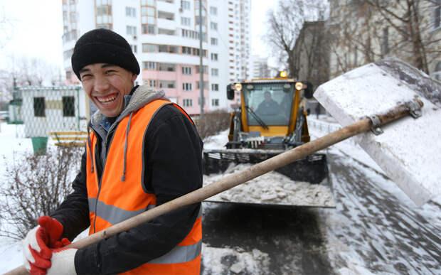 В Москву возвращают дворников из Средней Азии вместо того, чтобы дать работу русским