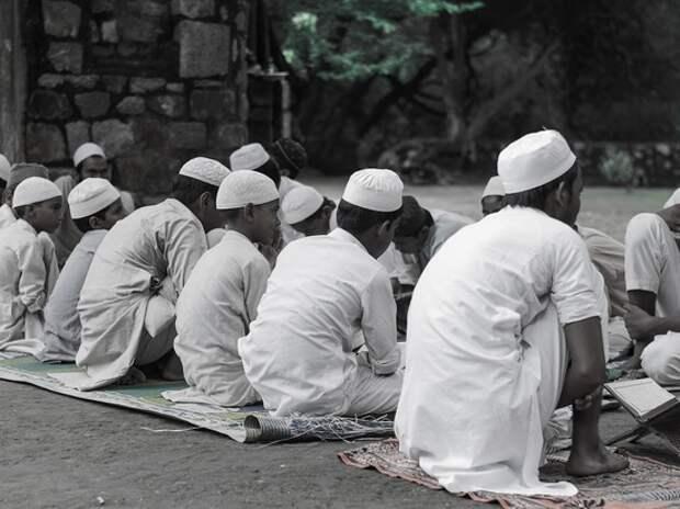Мусульмане отмечают Ночь могущества и предопределения