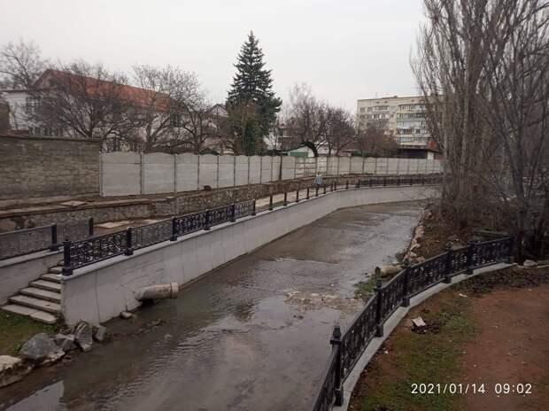 Более 140 тысяч рублей стоят украденные чугунные ограждения с набережной Симферополя