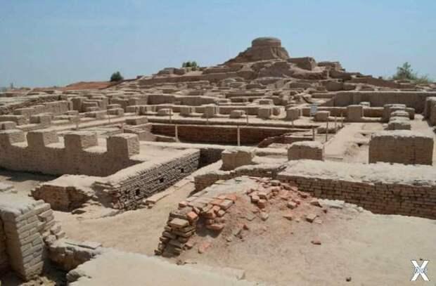 Археологические раскопки Мохенджо-Дар...