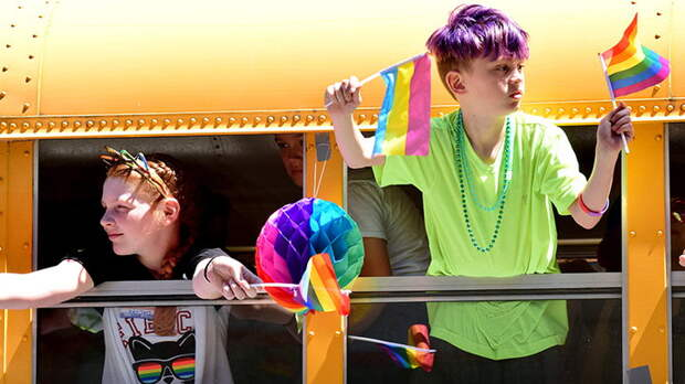 """Извращенцы пришли за нашими детьми. В России вышел """"учебник однополых браков"""""""