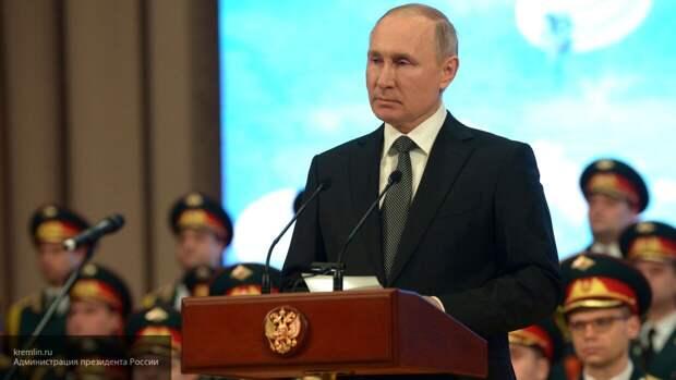 Путин посмертно наградил волонтера Анурьеву орденом Пирогова