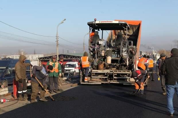 Путепровод на Джамбула в Иркутске начали асфальтировать