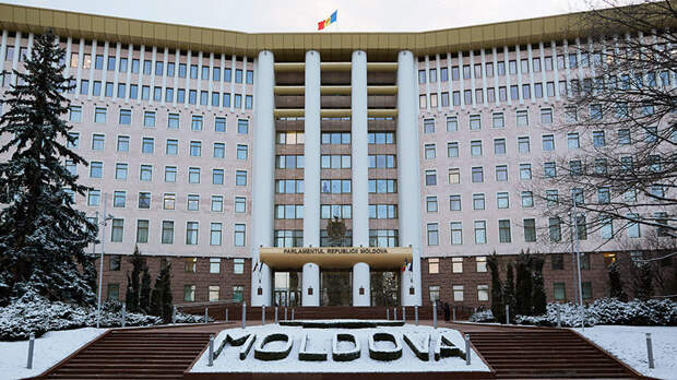 Парламент Молдавии одобрил снятие запрета на вещание российских каналов