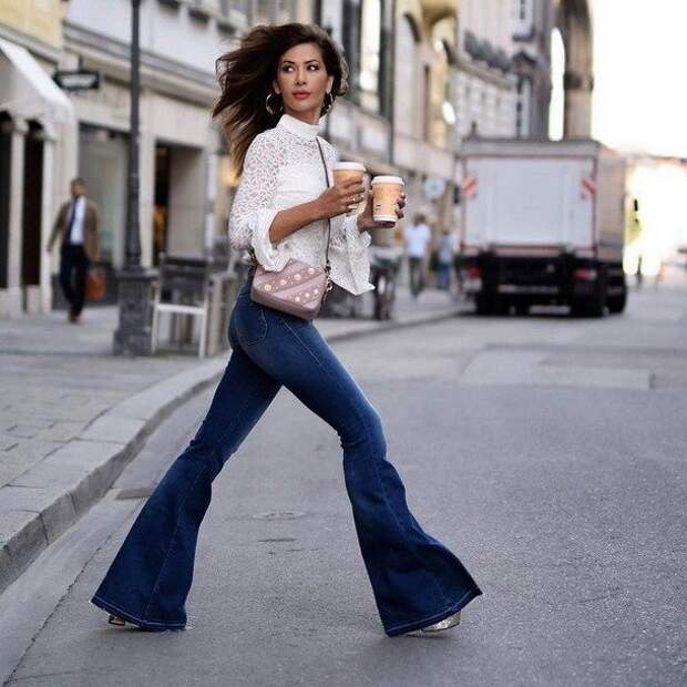 Какие джинсы в тренде летом 2020: от клеш до слим фит