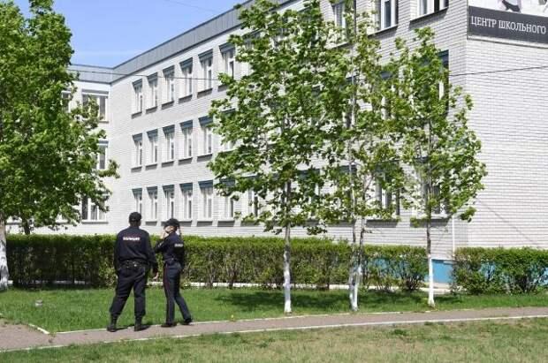 В школе Казани, принявшей учеников после трагедии, усилили охрану