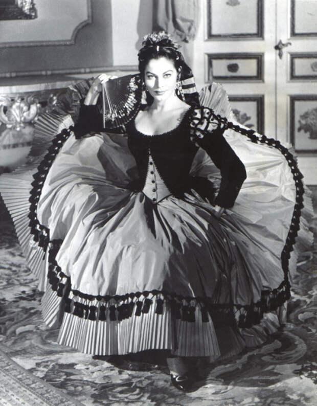 """Эталон красоты и совершенства Ава Гарднер в образе герцогини Альбы, фильм """"Обнаженная маха"""" (1958)."""