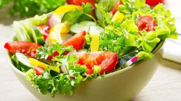 10 рецептов вкусных летних салатов на праздники и каждый день