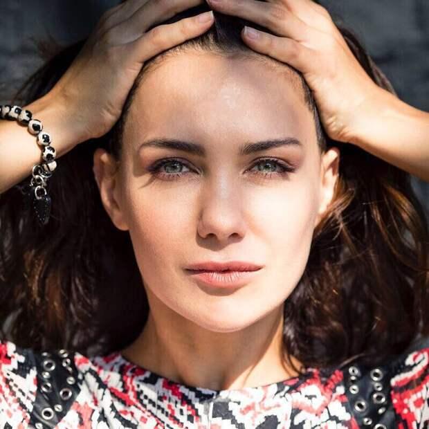 «Быть одной непросто, да и неправильно»: Екатерина Климова о разводах, материнстве и любви к себе