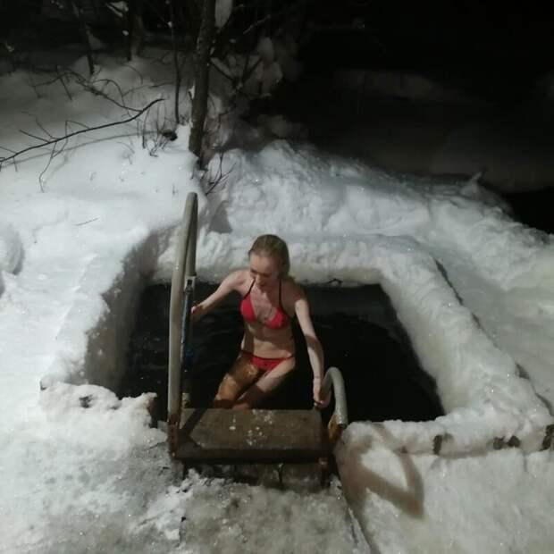 Самые горячие девушки крещенских купаний 2019 водоем, девушки, зима, крещение, купальник, мороз, праздник, прорубь