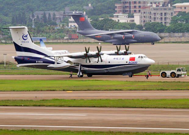 Китайцы испытали крупнейший в мире гидросамолет