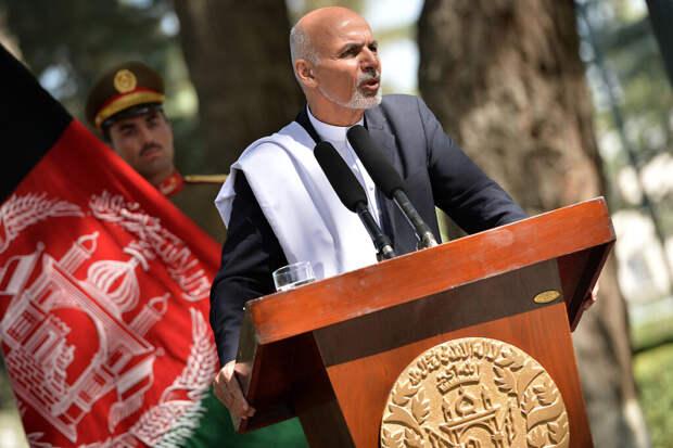 Стало известно, где находится сбежавший президент Афганистана Гани