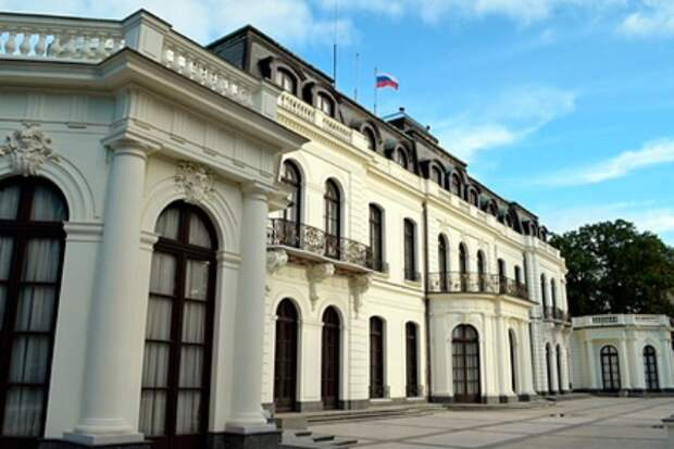 Власти Праги потребовали вернуть городу землю под российским посольством