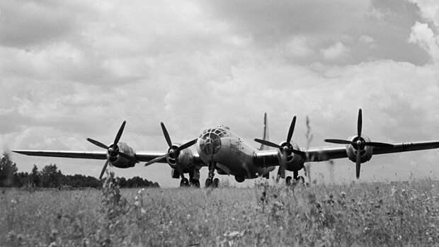 Бомбардировщик ТУ-4 в Монинском музее-выставке авиационной техники ВВС СССР