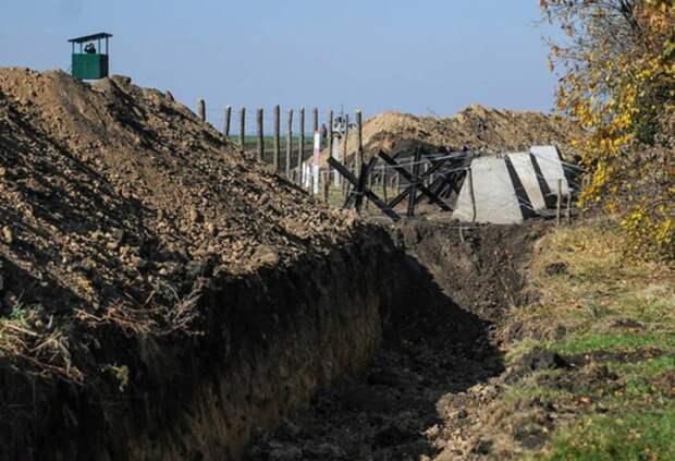 «Хлипкий заборчик и канавка»: Украина продолжает обустраивать границу с РФ