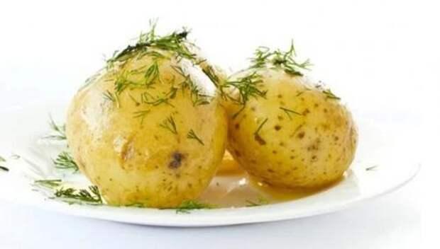 В офисе показала коллегам «трюк»: отварила картофель без воды и за 4 минуты