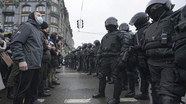Кто и как подавляет гражданское общество в России