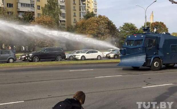 В Минске для разгона протестующих применили водометы
