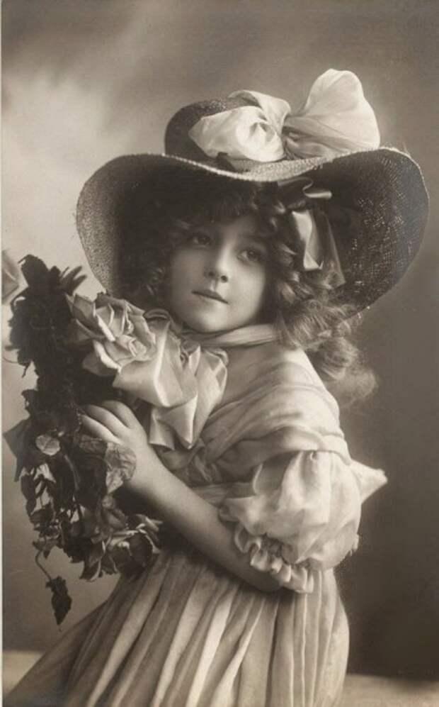 Винтажные открытки и фотографии маленьких принцесс