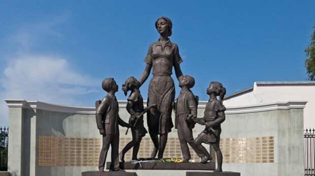 В центре Оренбурга организовали мемориал в память о погибших в Казани