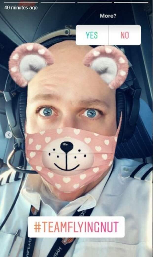 Британский пилот лишился работы из-за забавных фото (5 фото)