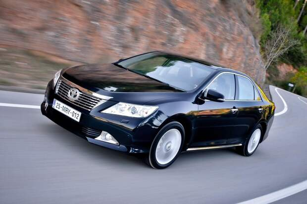 Очень дорого и очень ликвидно: гид по покупке Toyota Camry VII
