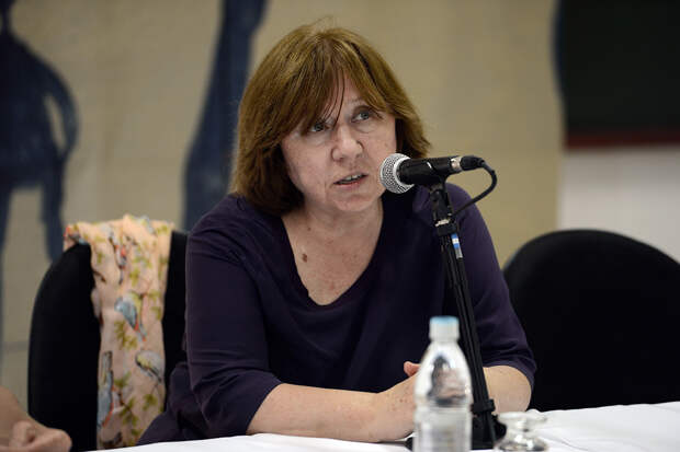 Алексиевич призвала страны мира и Россию помочь в разрешении кризиса в Белоруссии