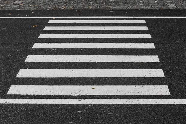 В сквере на Оборонной обустроят новые пешеходные переходы