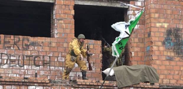 Военно-патриотическую реконструкцию провели в жилом районе Порожский Братска