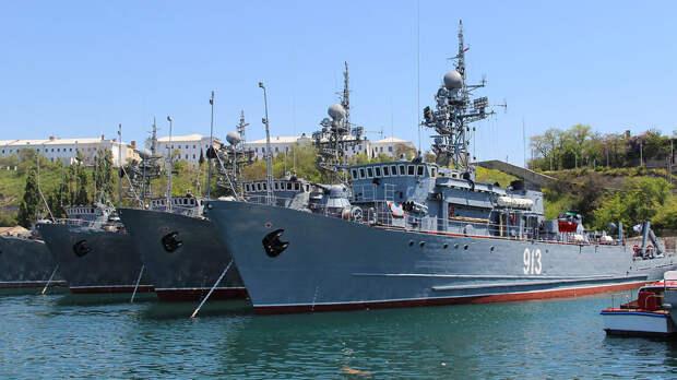 Власти Крыма объяснили закрытие части акватории Черного моря