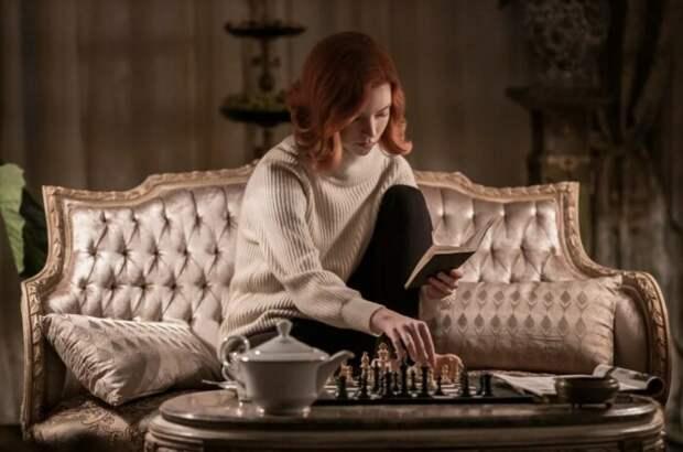 Кадр из сериала «Ход Королевы». / Фото: www.kinopoisk.ru