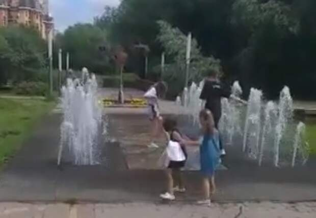 В парке «Дубрава» снова забил фонтан