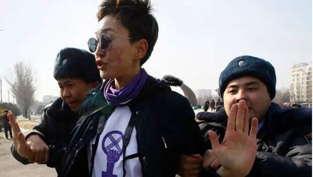 В Бишкеке избили и задержали женщин, выступивших против насилия над женщинами