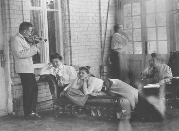 Музыканты на даче.