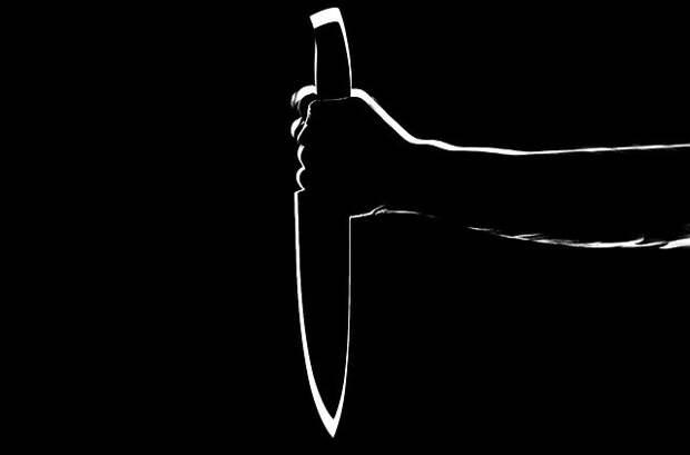 Около девяти ударов ножом нанес 41-летний мужчина своей жене в Рославле из-за ревности
